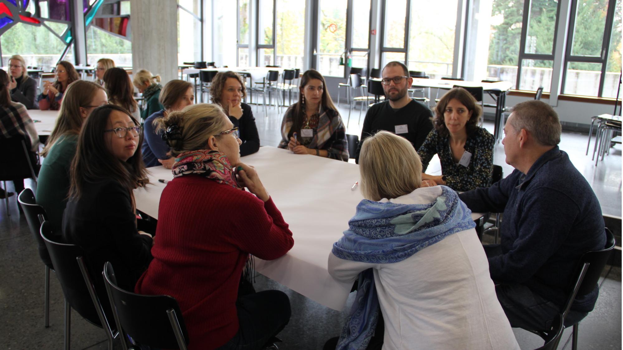 KonferenzteilnehmerInnen in der Diskussion