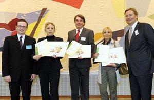 Die CTA Gewinner, 5 Personen. 3 mit Urkunden