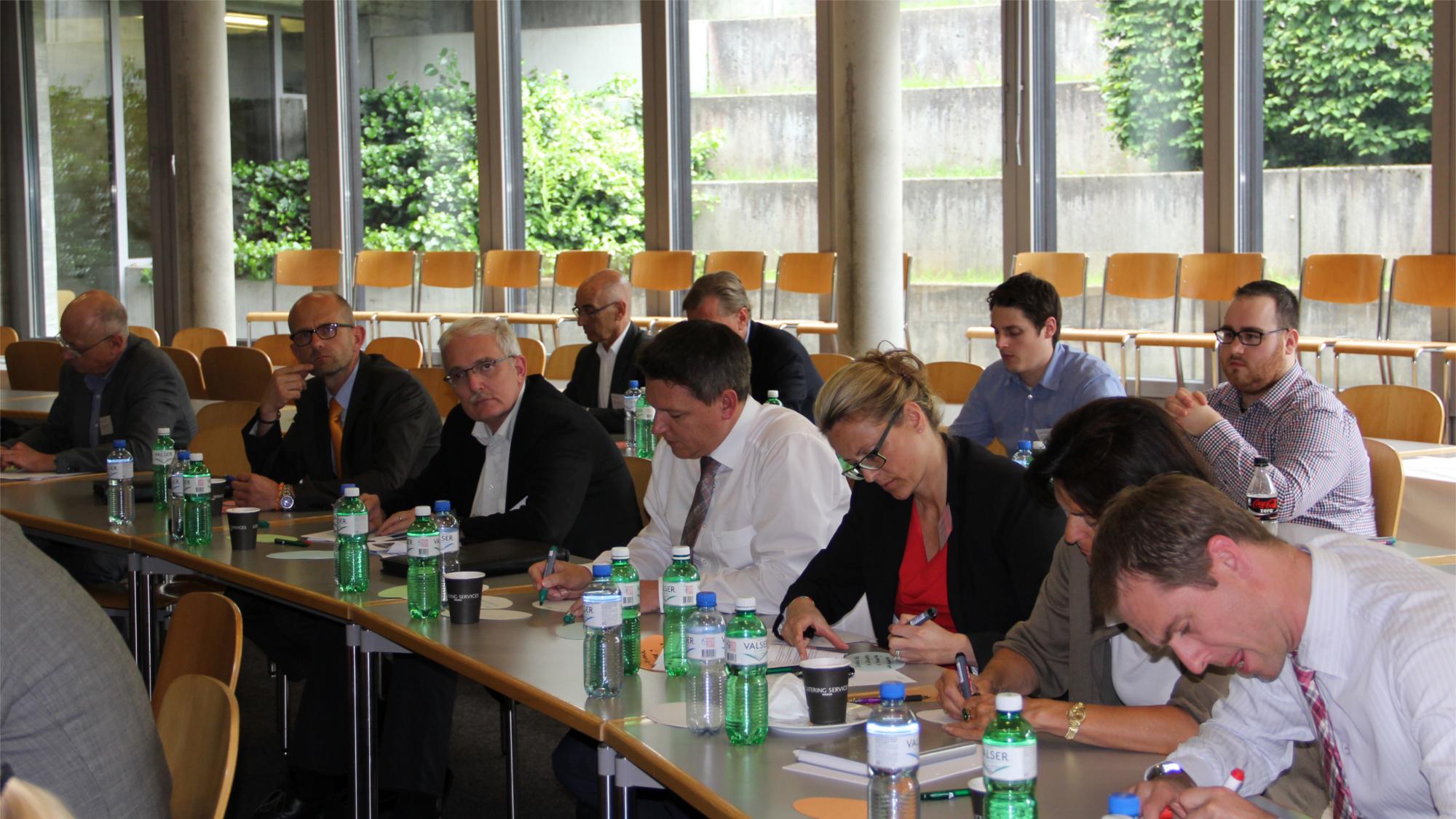 TeilnehmerInnen während eines Vortrags