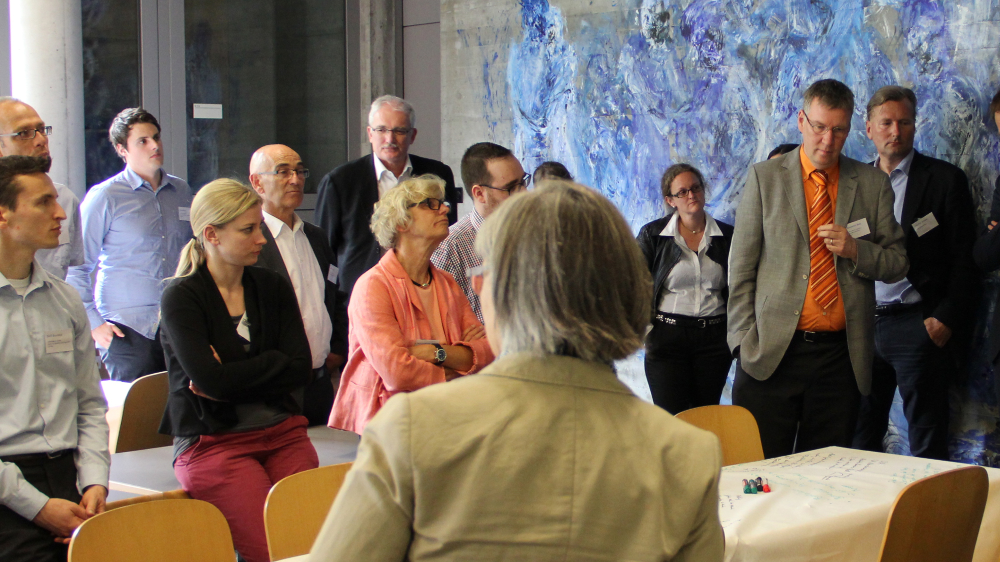 TeilnehmerInnen des Workshops stehend