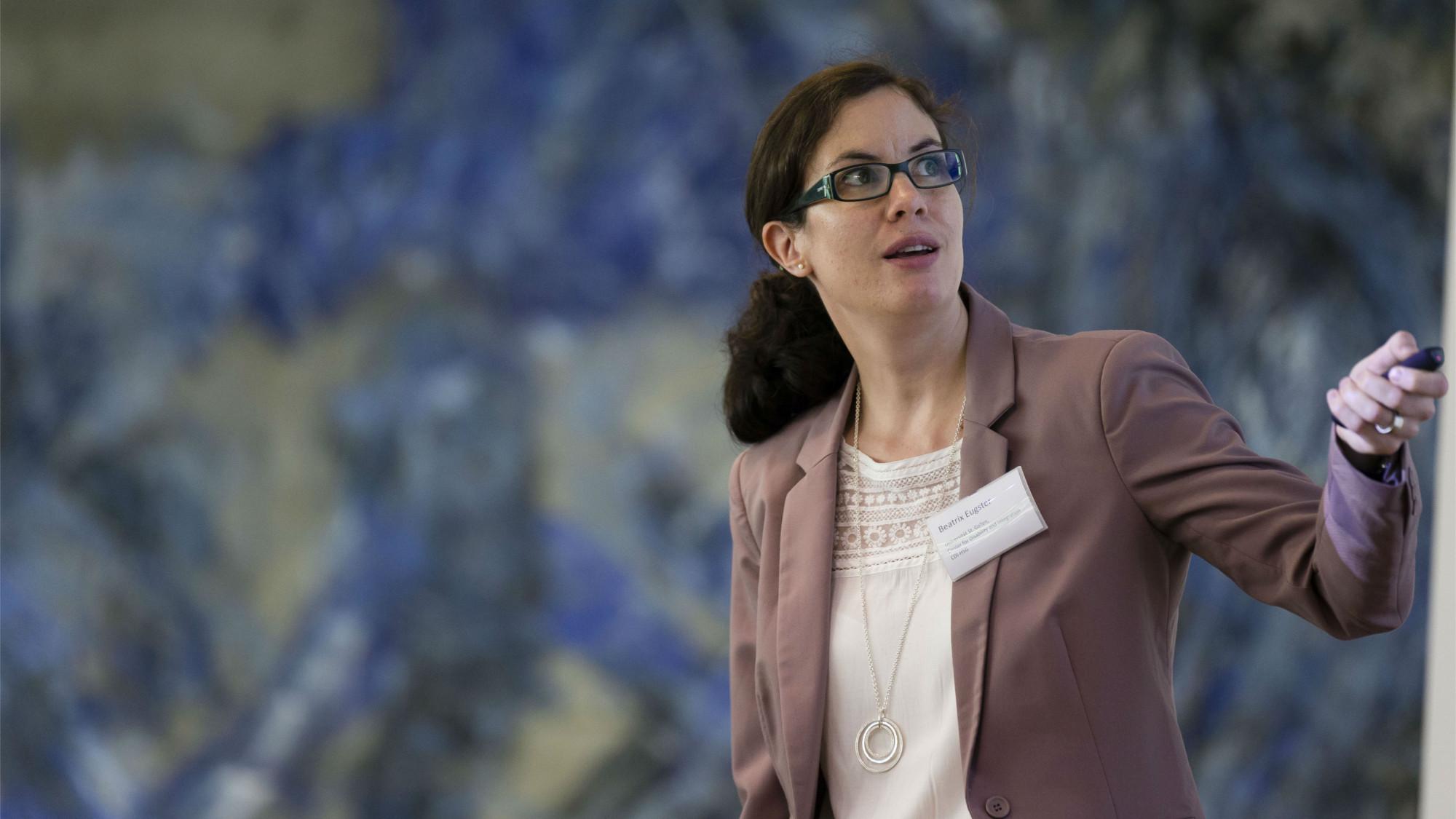 Prof. Dr. Beatrix Eugster während ihres Vortrags