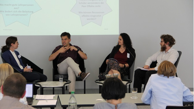 Panel discussion on success factors in the school-based inclusion of children with special educational needs with (from left to right) Prof. Beatrix Eugster, Dr. med. Claude Sidler, Sabrina Sanseverino and Dr. Boris Eckstein