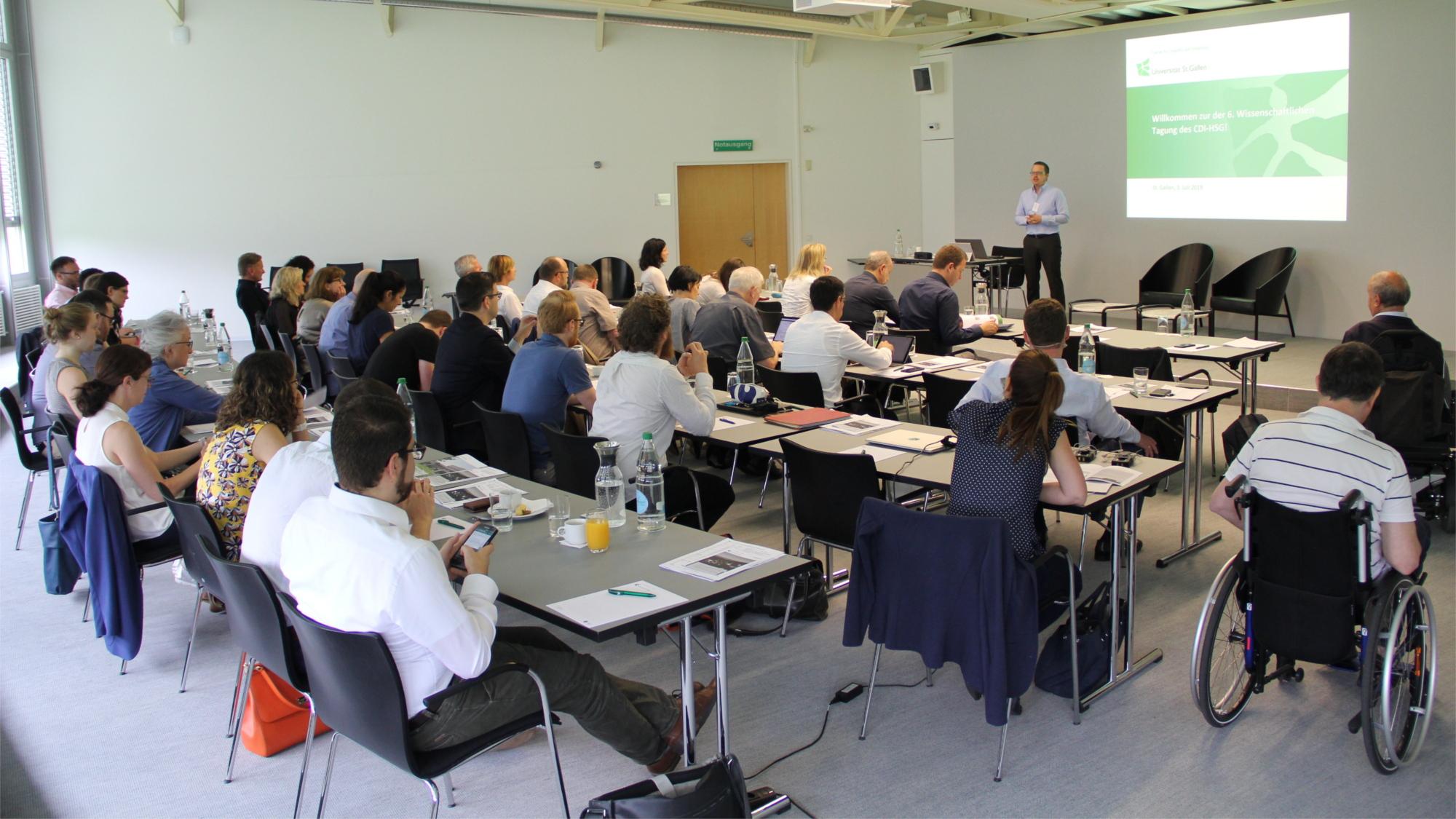 Prof. Stephan Böhm bei seinem Vortrag zur beruflichen Inklusion von Menschen mit einer Behinderung aus betriebswirtschaftlicher Sicht