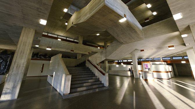 Treppe im Hauptgebäude