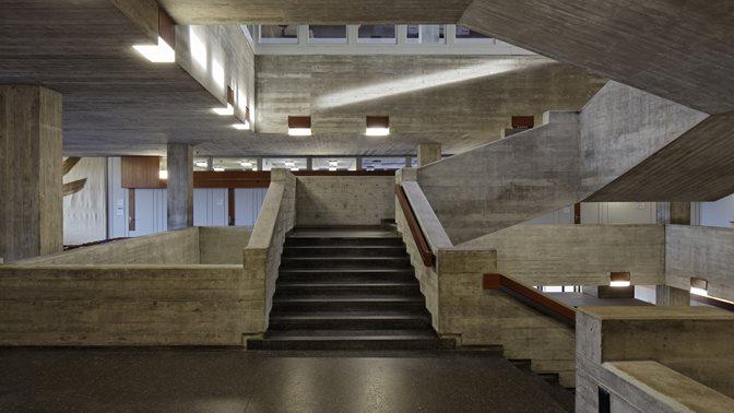 Treppe im Hauptgebäude der Universität